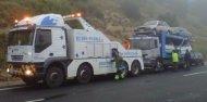 Trasllat d'un camió porta-cotxes avariat