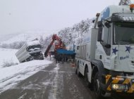 Rescat trailer accidentat a la neu